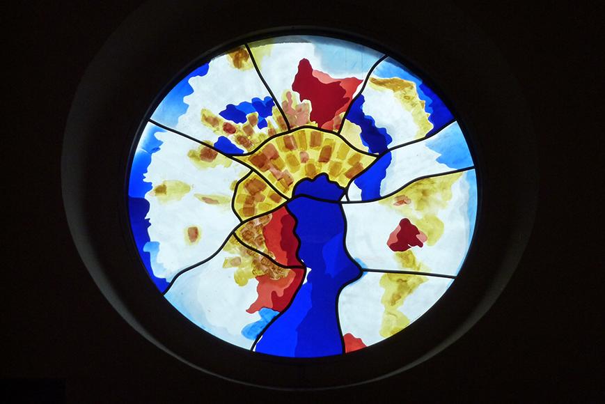 """Evangelische Christuskirchengemeinde Zülpich, Gestaltung des Rundfensters """"Pfingsten"""" (2010);  Evangelical Christ Church Parish Zülpich, design of the round window"""