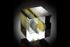 endlessly (2015) – 15x15x15 cm Optifloat, painted, glued, polished glass